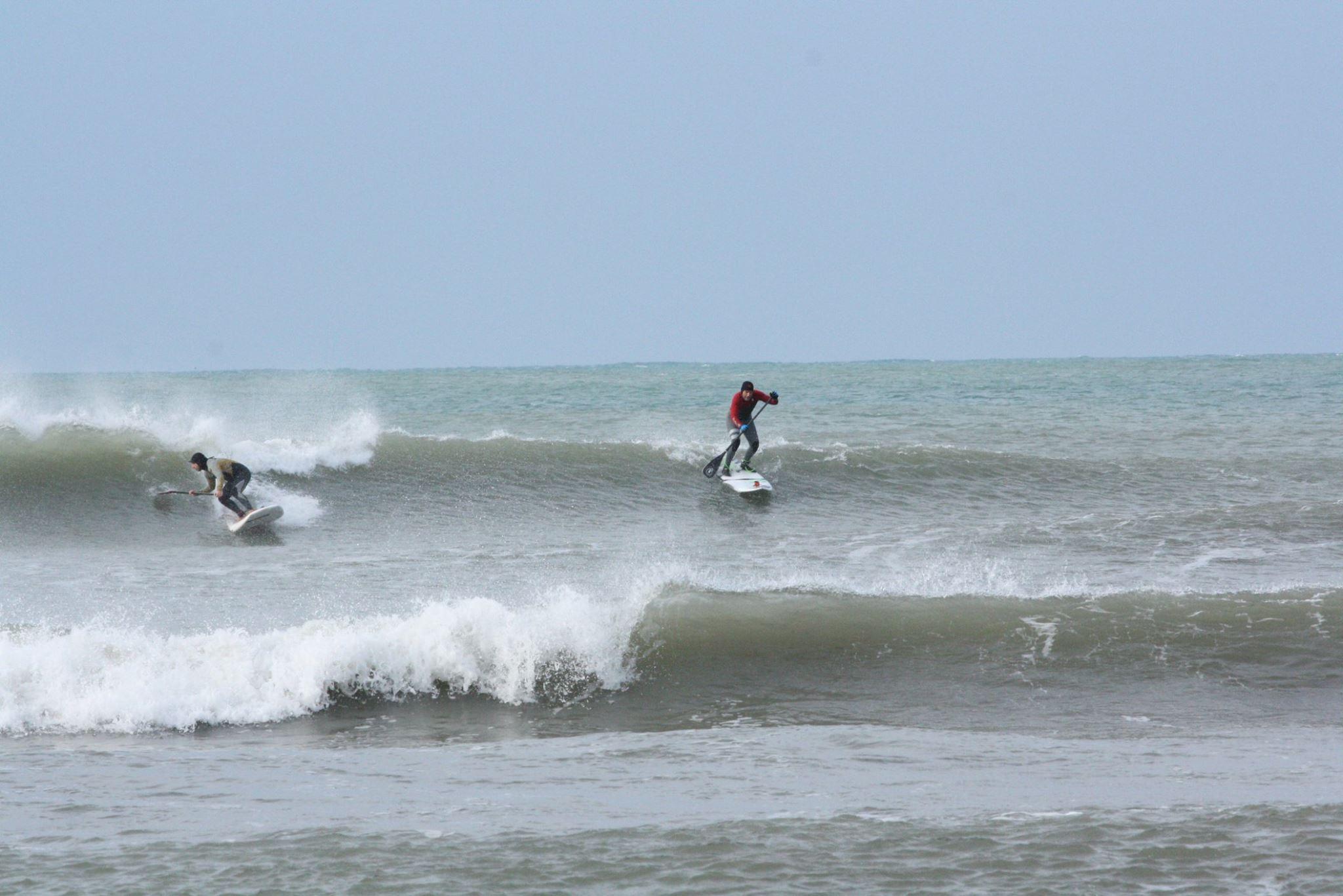 Un'onda per due: Gamba e Cabrina si lanciano...