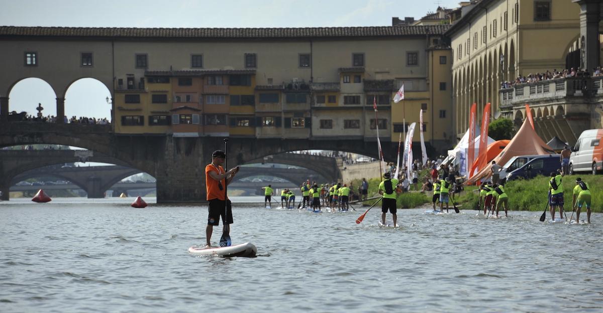 La Società Canottieri Firenze inondata dai Paddlers WEB
