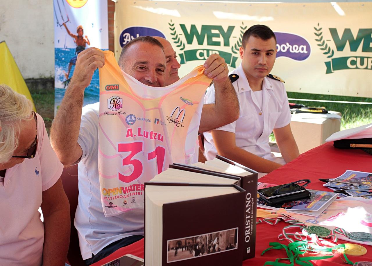 Il sindaco mostra la sua lycra ufficiale dell'evento...