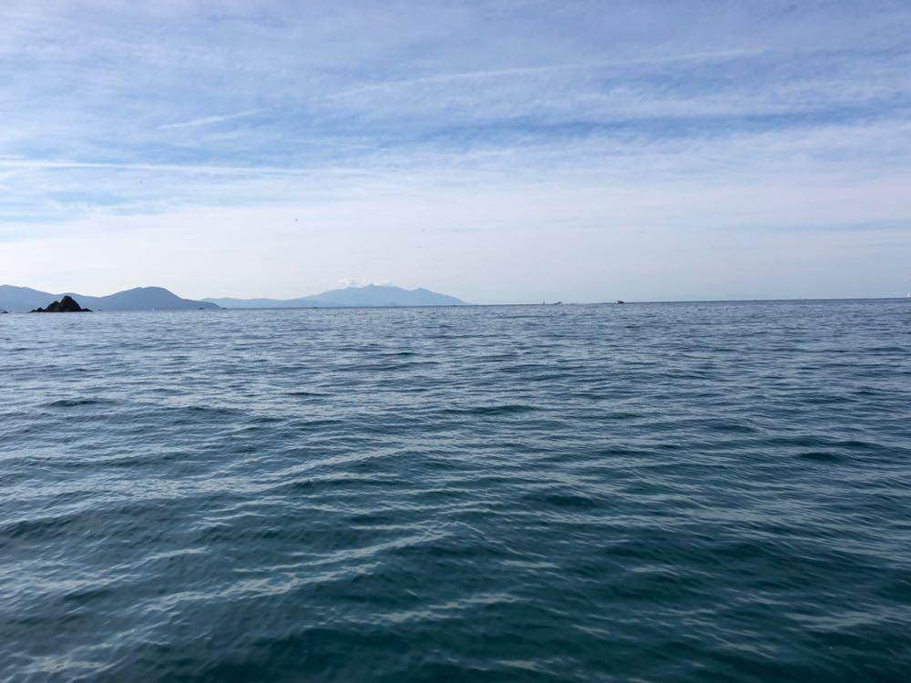 Passetto del Falcone,segna il confine tra Mar Tirreno e Mar Ligure